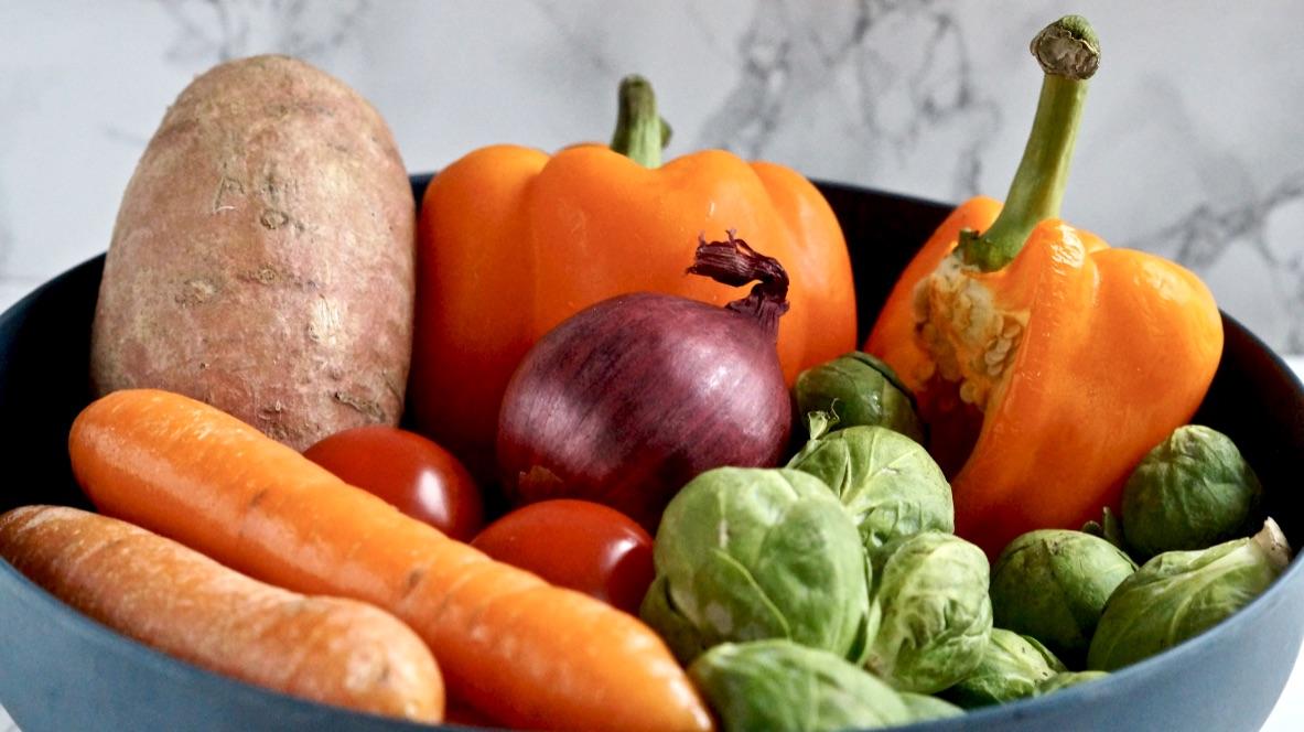 Zutaten für buntes Ofengemüse