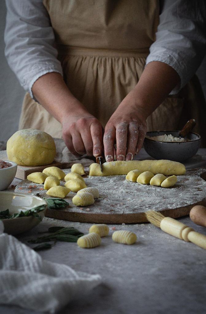 Gnocchi ohne Gries vorbereiten