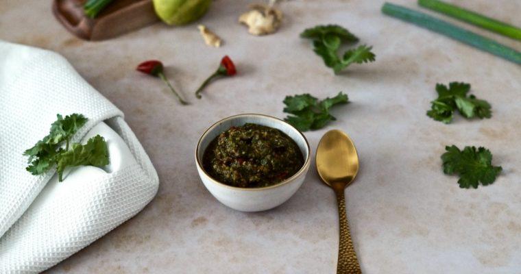 Selbstgemachte Currypaste mit Koriander