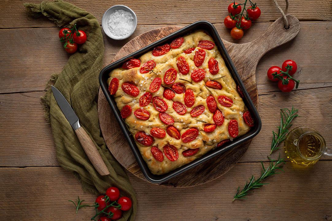 Vegane Focaccia mit Tomaten – einfaches Rezept