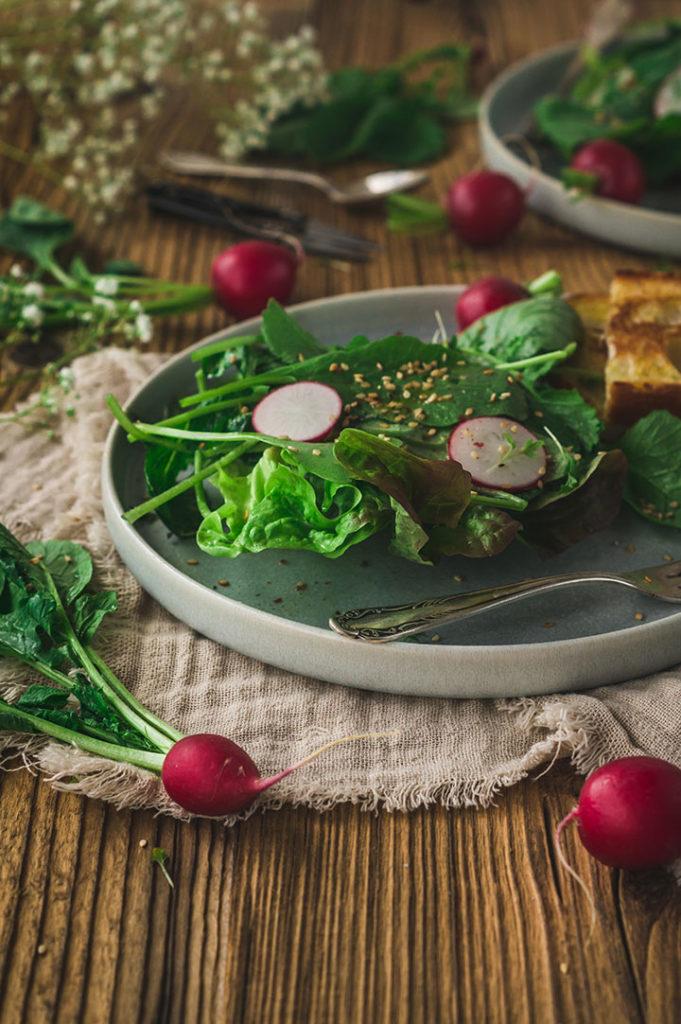 Radieschenblätter als Salat
