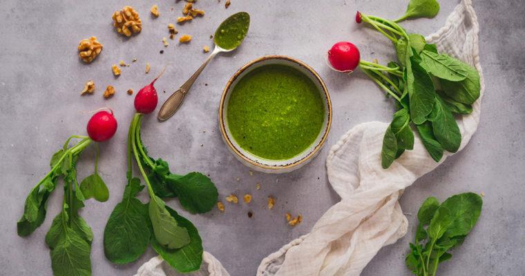 Pesto aus Radieschengrün – so einfach geht's