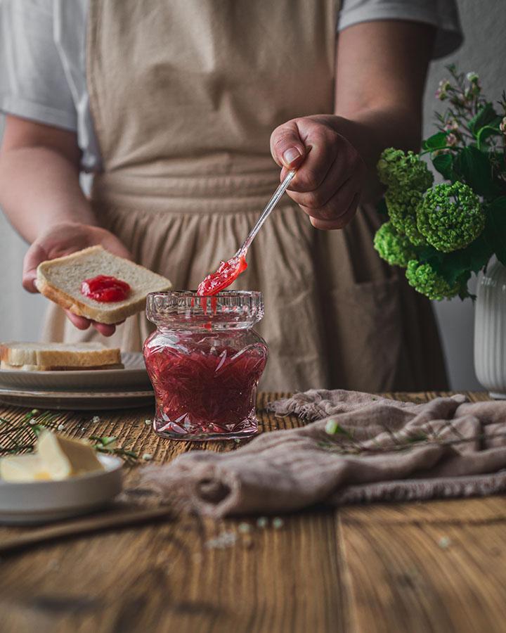 Rhabarber-Marmelade mit Apfel