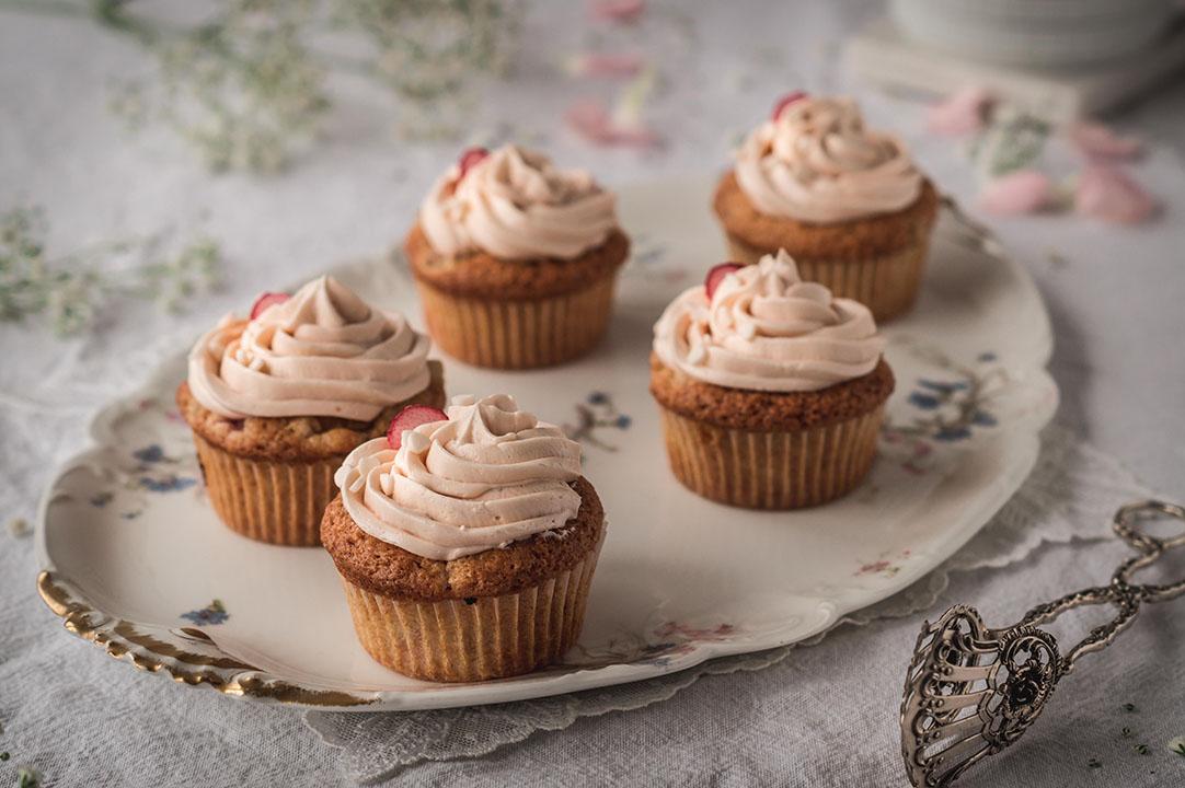 Vegane Rhabarber Muffins – aus einer Rhabarberstange