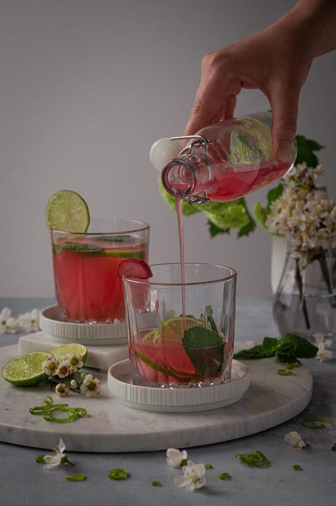 Cocktail mit Rhabarbersirup selbst gemacht