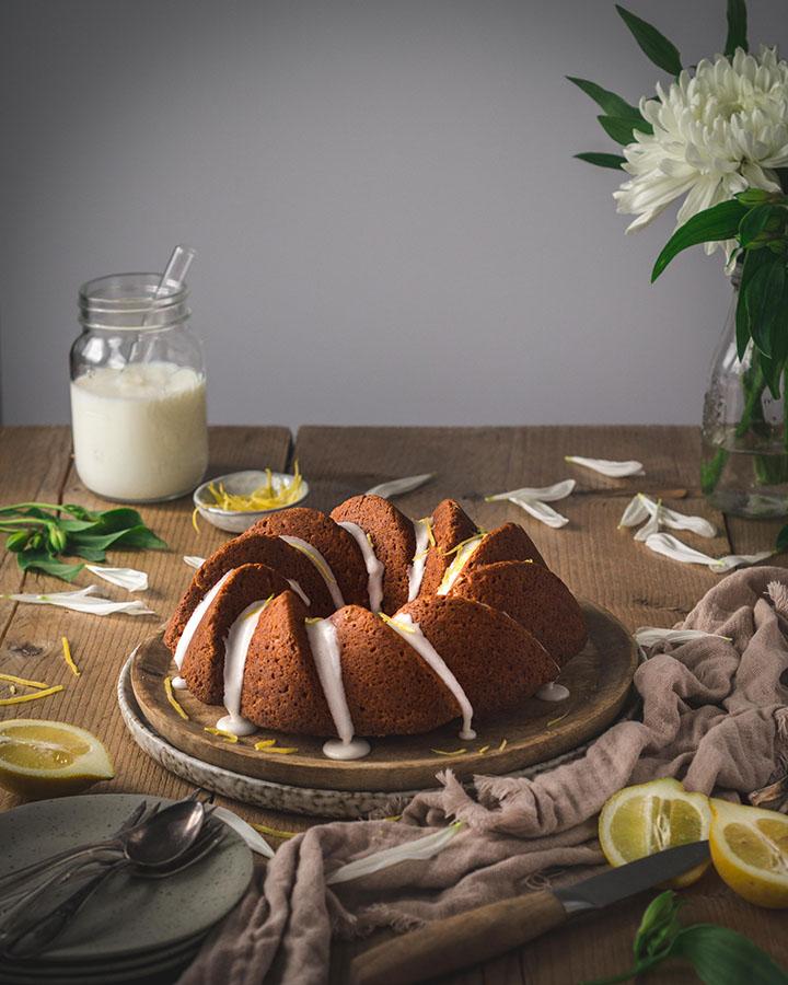 Zitronen Buttermilch Gugelhupf mit Zuckerguss