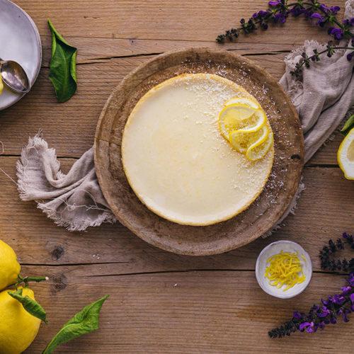 Amerikanischer Zitronen Pie fertig zum Verzehr