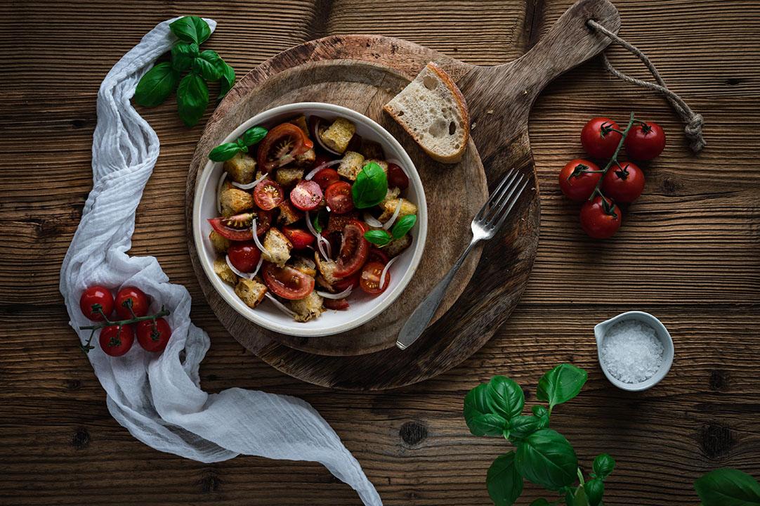 Panzanella – Bruschetta Salat aus altem Brot