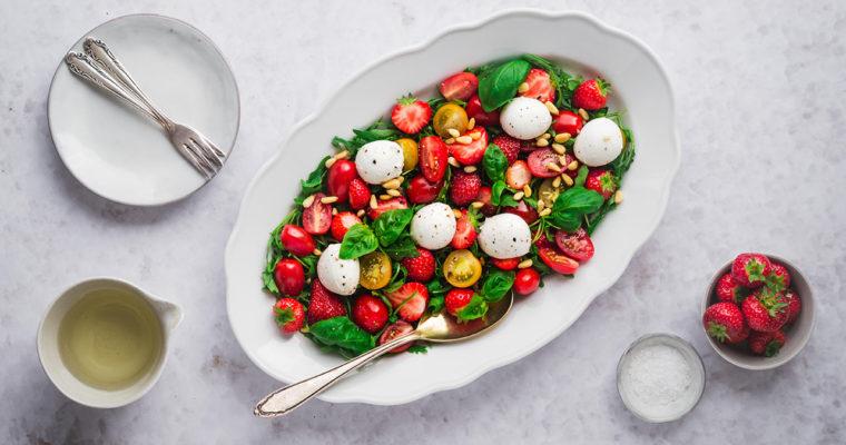 Erdbeer-Tomaten-Salat mit Mozzarella
