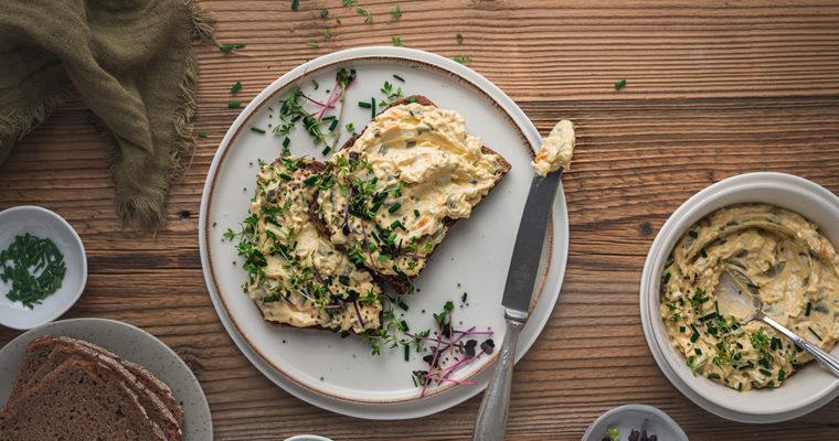 Herzhafter Eieraufstrich aus gekochten Eiern