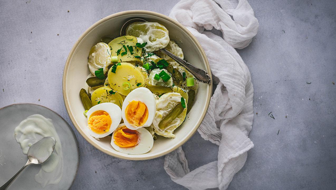 Kartoffel-Eier-Salat mit Joghurt – gekochte Eier verwerten