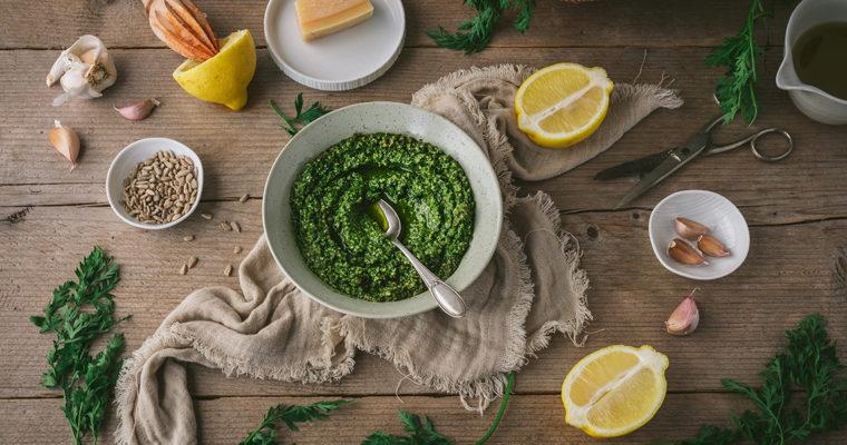 Pesto aus Möhrengrün – Karottengrün verwerten